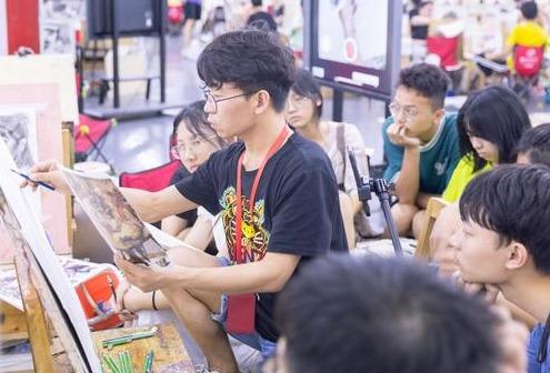 2020美术高考:美术生应该选艺术类院校,还是综合类院校?