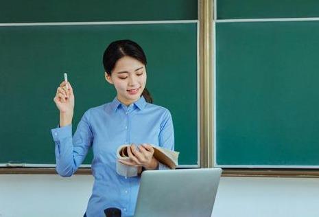 """2020年免费师范生""""遇冷"""",被学生抛弃,背后的原因是什么?"""