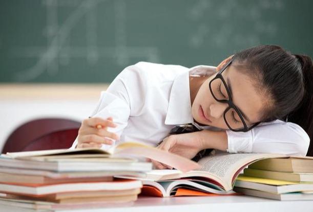 高中生因这4件事被老师批评,请及时改正,影响高考后悔也来不及