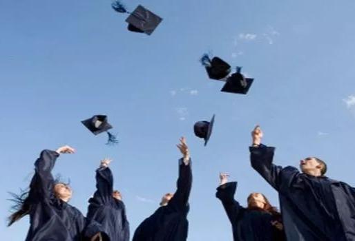一个本科生读完大学四年,需要花费多少钱?家长直言:有压力!