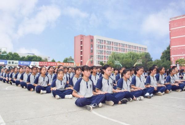 四川托普计算机职业学校 | 军训进行时,成长ing!