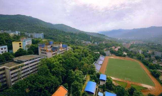 重庆工商学校校园环境