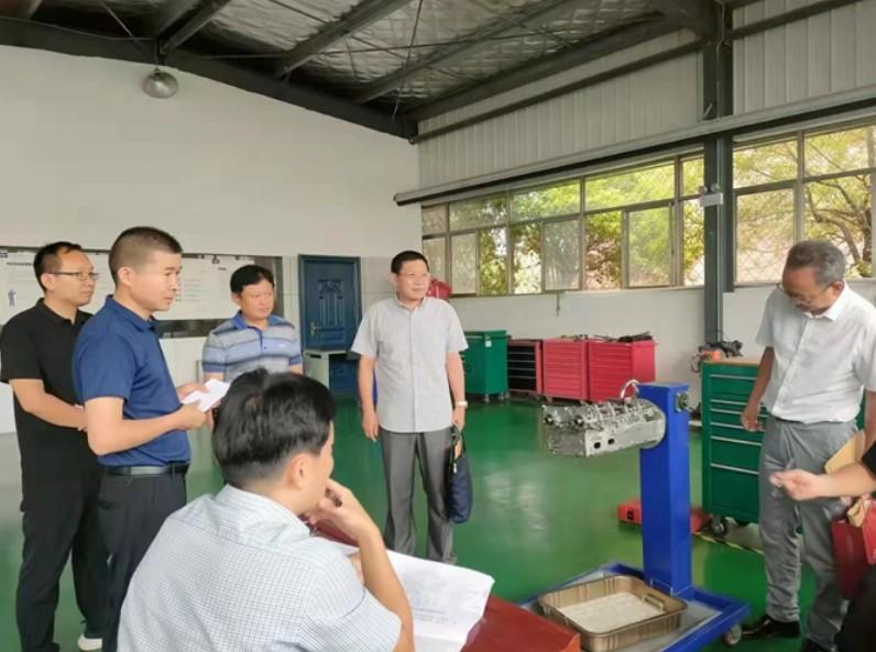 市教育局深入亳州工业学校现场评估技能大赛赛点